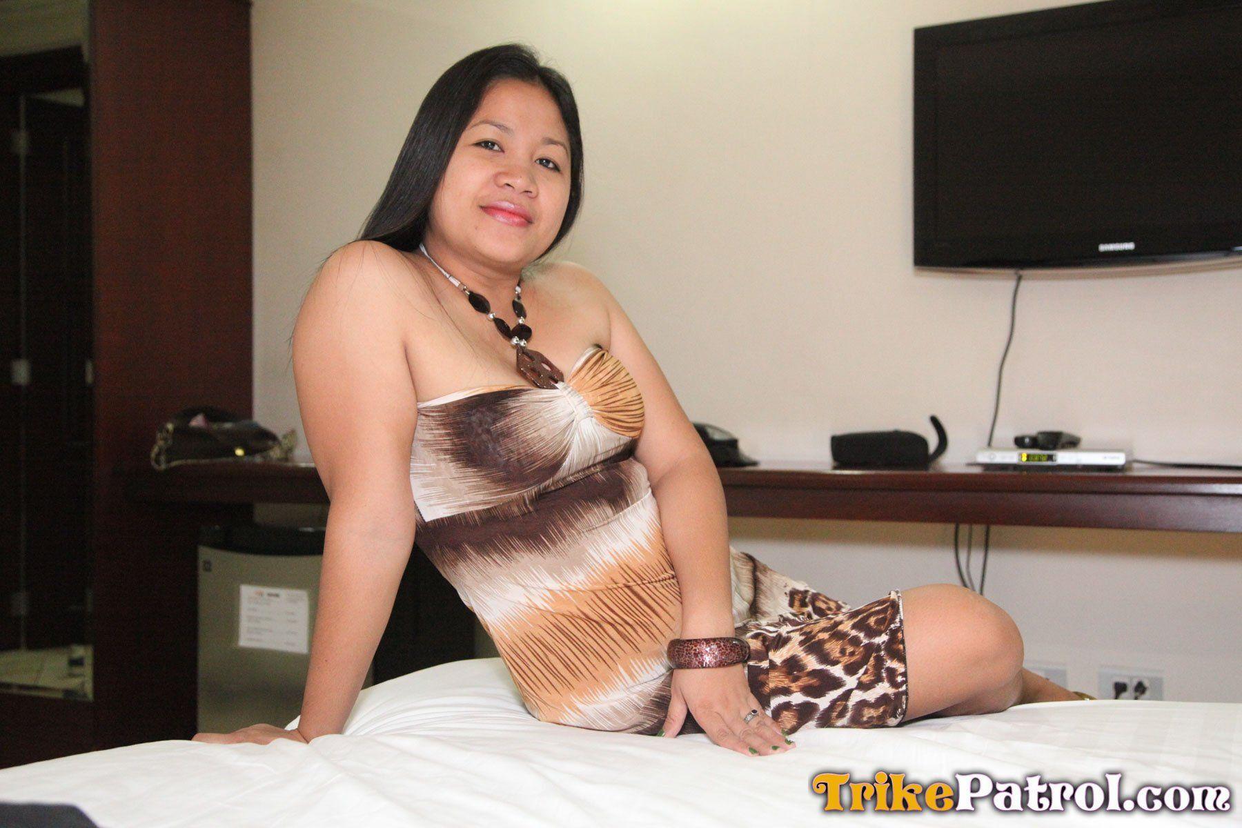 Sexy mature pinay posing hot