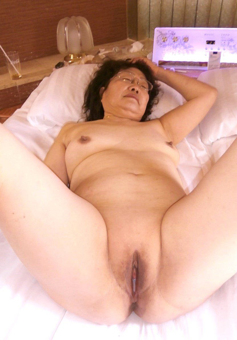 Hot wet chinese pussy