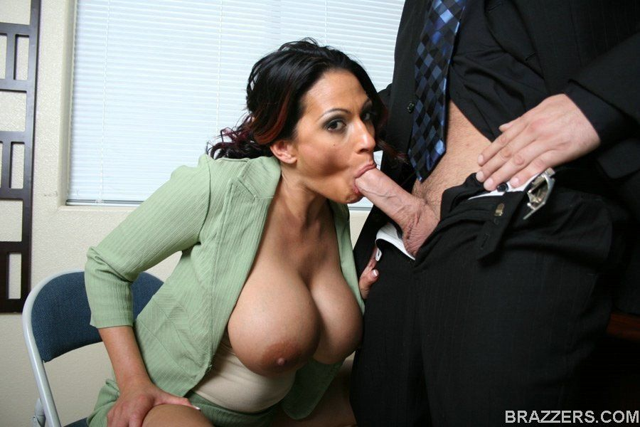 Step Sister Caught Him Spying on Her Big Boobs - Family Therapy.