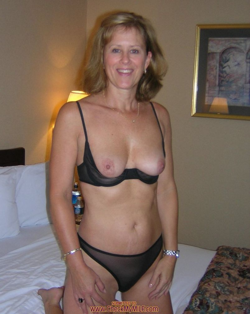 amateur milf begs for cum then cums