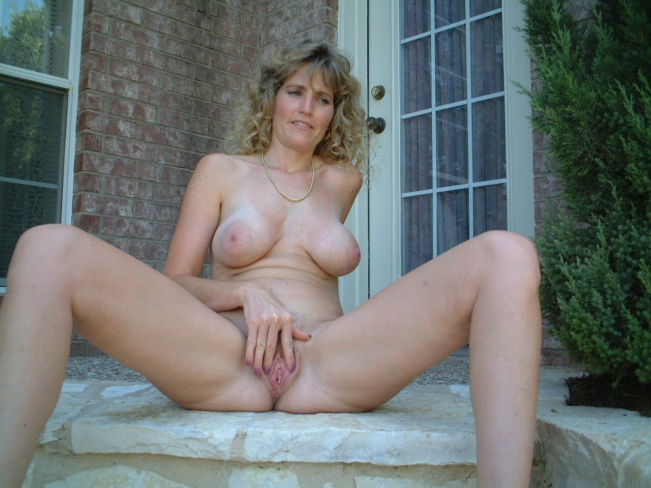 Mature naked amatuer pictures