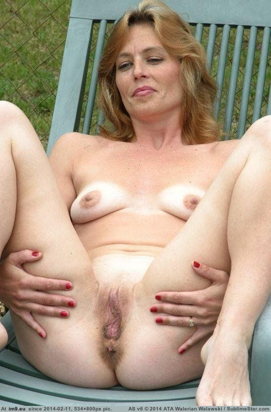 Sexy housewife naked boobs