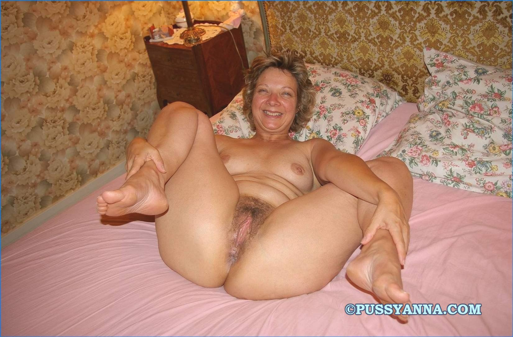 Hot nude plump pussy