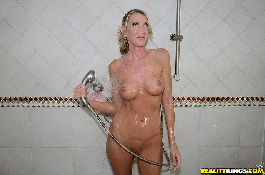 Shower Fuck Black