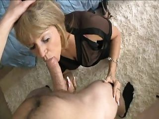 Amatuer mother swallows her sons cum