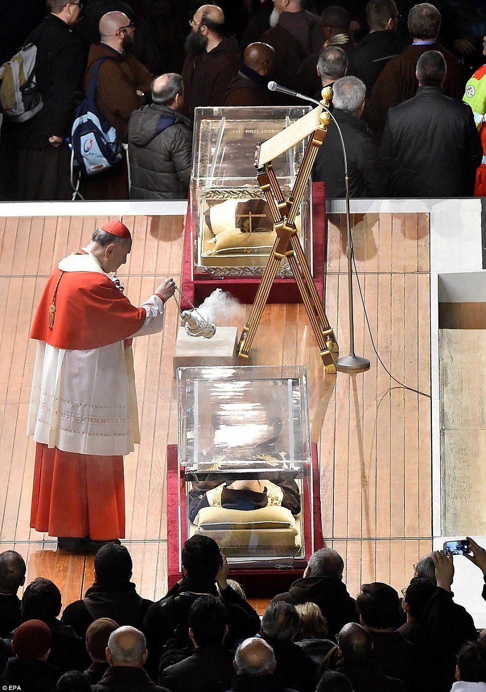 Sammie reccomend Funeral del padre pio