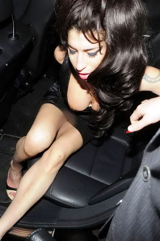 Amy winehouse pussy flash