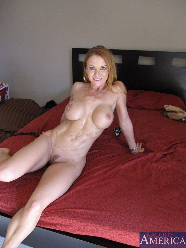 Nude milf with abs