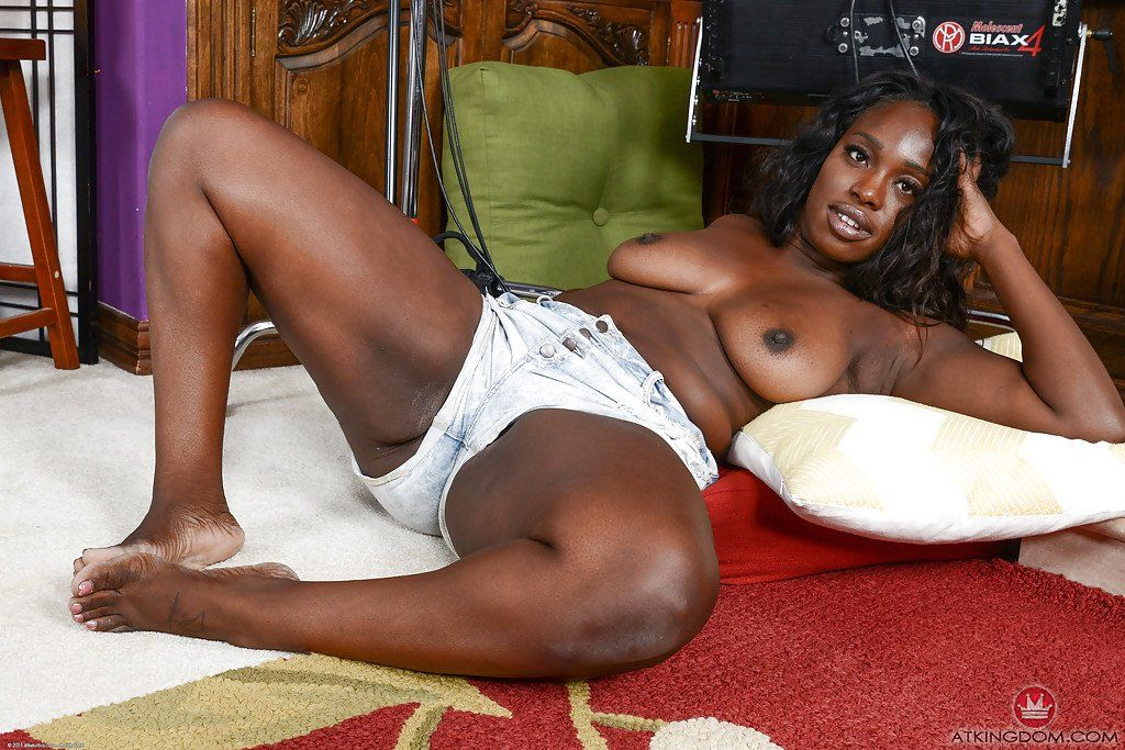 Black naked in Big booties bed apologise, but, opinion