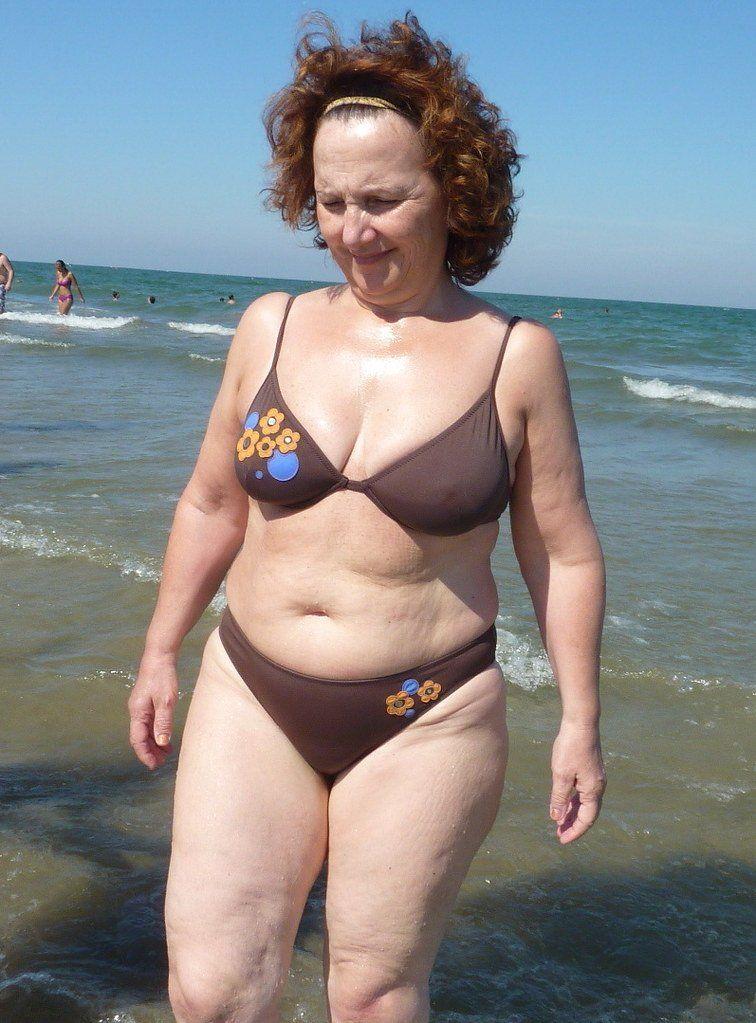 Adult Comic Of Hot Big Tit Bikini Milf Working A New Summer Job