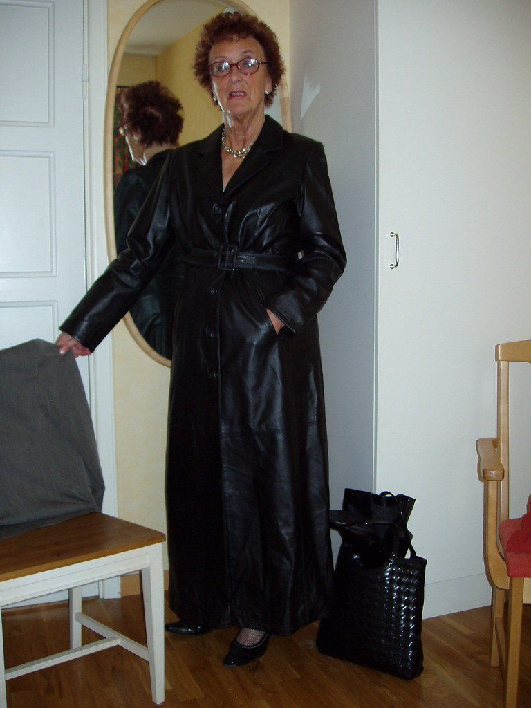 Sunstone reccomend Black coat in leather long slut