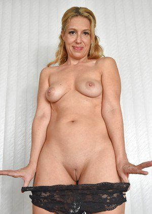 Shaved mature pussy pics free site curious