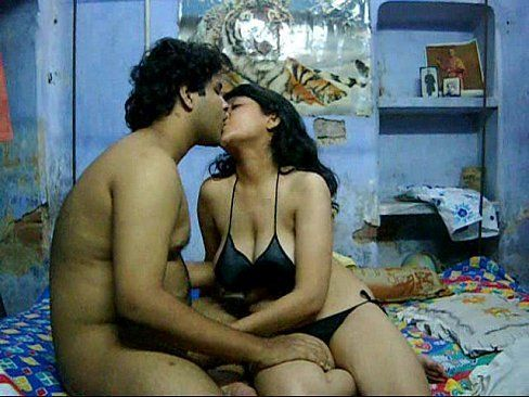 Hot desi nude kissing her neck