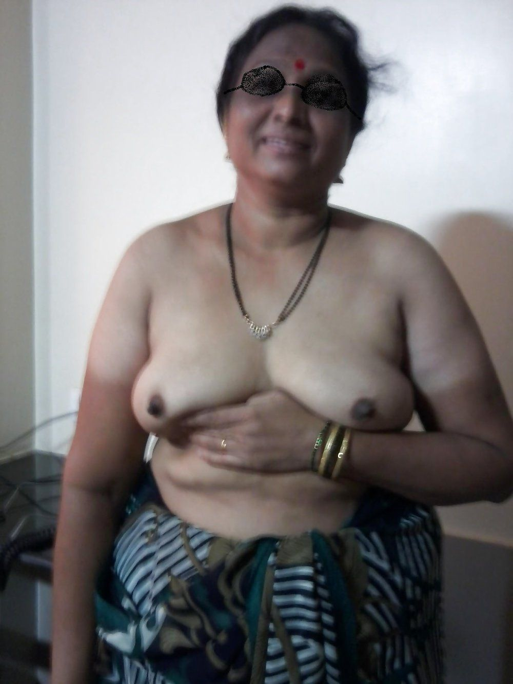 Aunty old nude