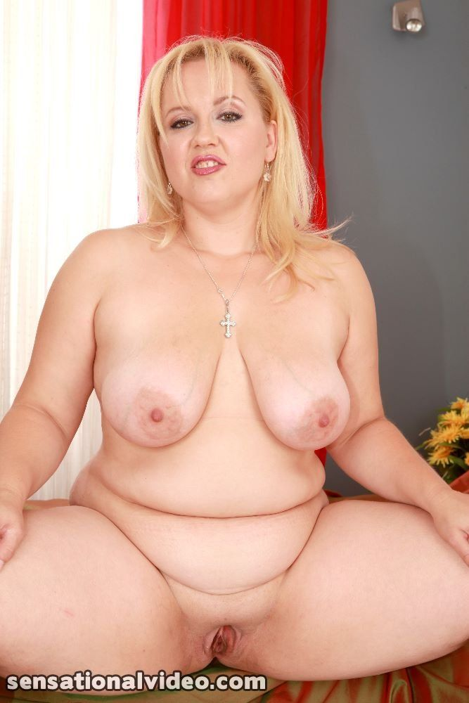 Chubby mature blonde nude